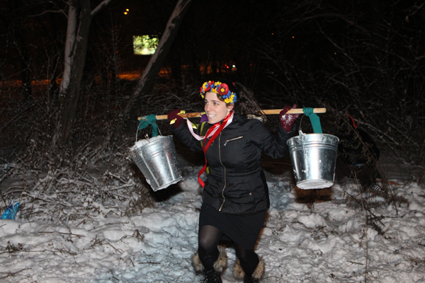 Silver Spring resident Ora Schneck participated in a Ukrainian traditional team challenge during her visit to the Ukraine coordinated by Yeshiva University in New York.