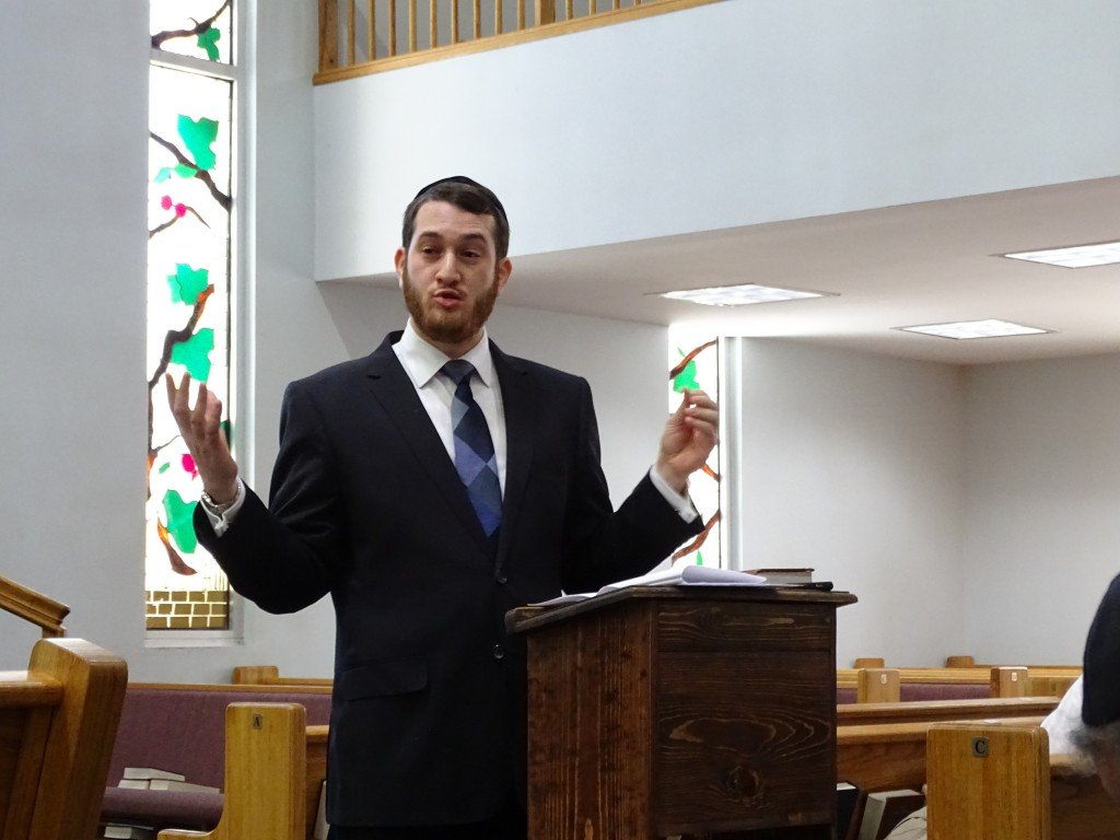 Rabbi Yitzi Weiner discussed Jewish perspectives on genetic engineering during a  recent Greater Washington Community Kollel lecture at Young Israel Shomrai Emunah in Silver Spring. Photo by Suzanne Pollak