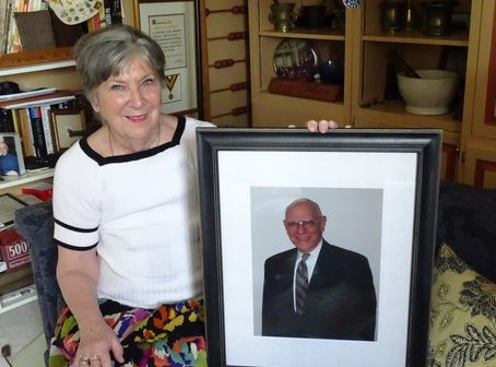 Barbara Halperin holds a photo of her late husband, who suffered from dementia. Photo by Suzanne Pollak