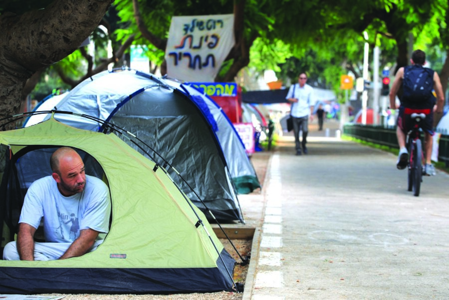 Tel Aviv residents protest the high cost of living in 2011. Photo by Liron Almog/Flash90í